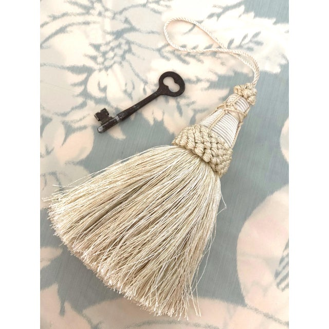Key Tassel in Cream With Looped Ruche Trim For Sale - Image 4 of 11