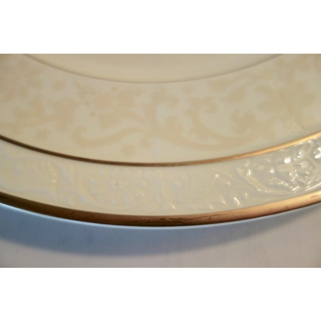"Mid 20th Century Villeroy & Boch 13"" Ivorie Pattern Round Servers With Fox - a Pair For Sale - Image 5 of 7"