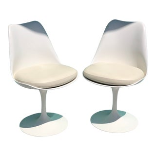 Vintage Eero Saarinen for Knoll Tulip Swivel Chairs - a Pair For Sale