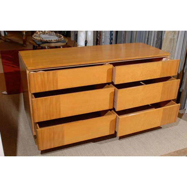 1940s Gorgeous Rway Six-Drawer Chest in Blonde Mahogany and Bird's-Eye Maple For Sale - Image 5 of 11