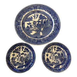 Early 20th Century Blue Willow and White Plate Set - Set of 3 For Sale