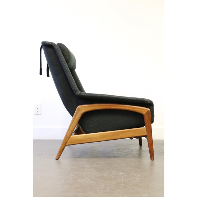 This lounge chair designed by Folke Ohlsson for DUX is remarkably comfortable. It shares qualities with the womb chair by...