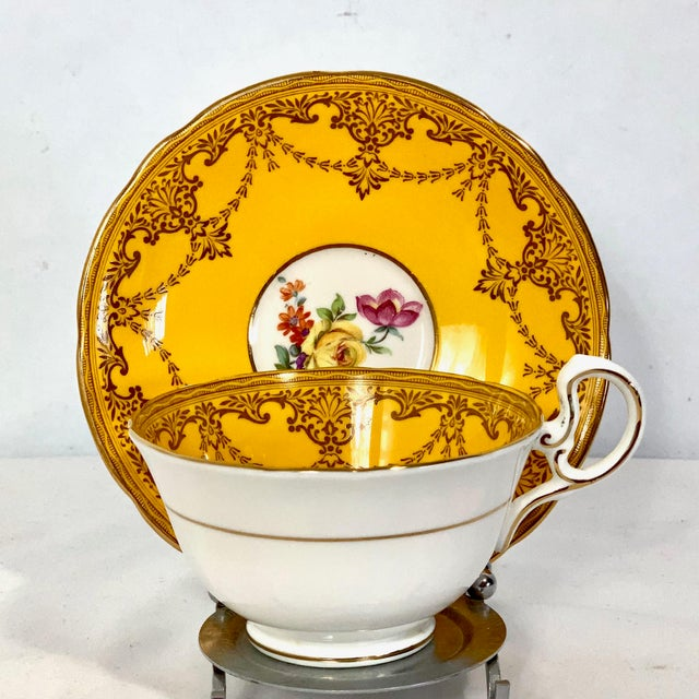 1960s Aynsley England Yellow Gold Gilt With Yellow Rose Floral Bouquet Cup & Saucer For Sale - Image 5 of 10