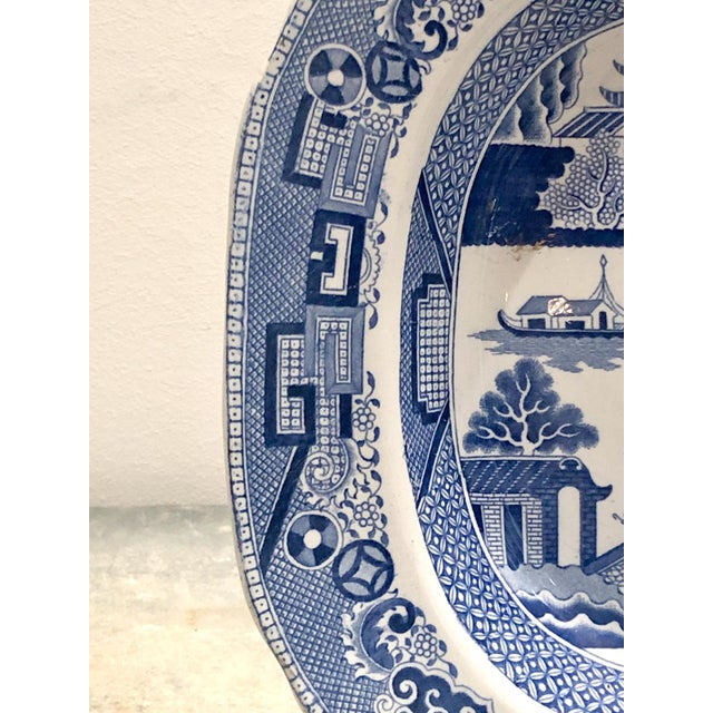 Blue Willow Platter, England Circa 1800 For Sale - Image 4 of 5