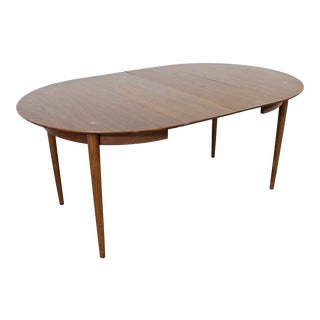Mid-Century Modern American of Martinsville Walnut Extendable Dining Table For Sale
