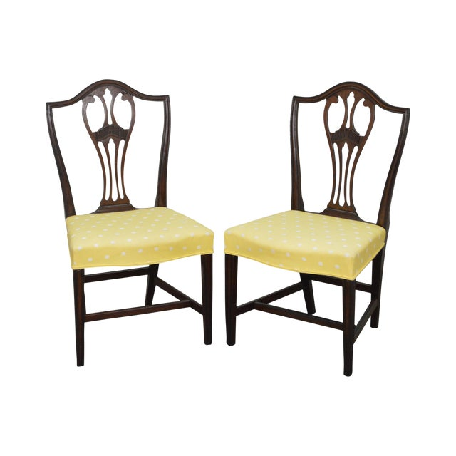 Antique 19th Century Pair of Mahogany Hepplewhite Period Shield Side Chairs For Sale
