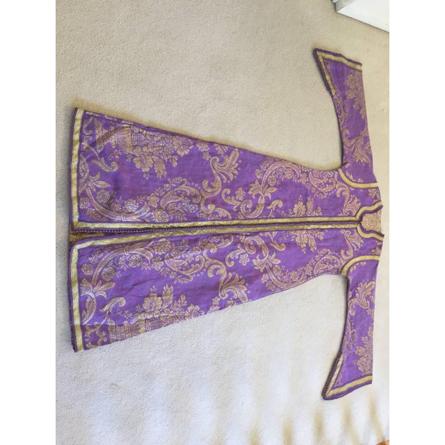 1970s Lavender and Gold Brocade Maxi Dress Caftan, Evening Gown Kaftan For Sale - Image 9 of 10