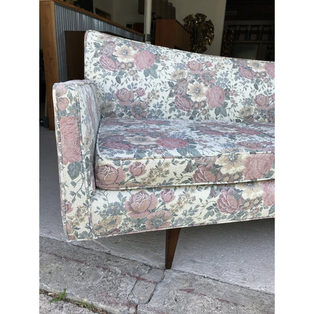 "97"" Mint Condition Curved Front Sofa Mid Century McCobb Style For Sale - Image 11 of 12"