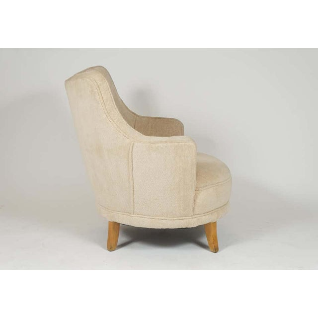 1940s Barrel Back Moderne Freshly Upholstered Lounge Chairs After Gilbert Rohde, Pair For Sale In New York - Image 6 of 12