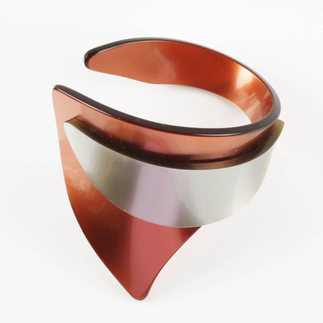 1970s French Artisan Studio Space Age Lucite Sculptural Cuff Bracelet For Sale - Image 5 of 8