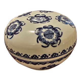 Bats & Clouds Motif Chinese Covered Bowl