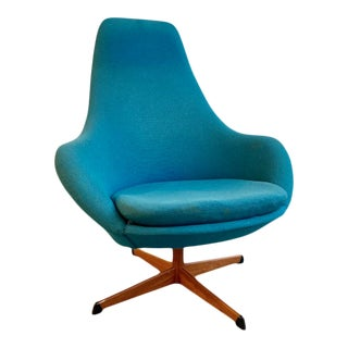 Mid-Century Modern Lounge Chair in Blue, Made in Sweden For Sale