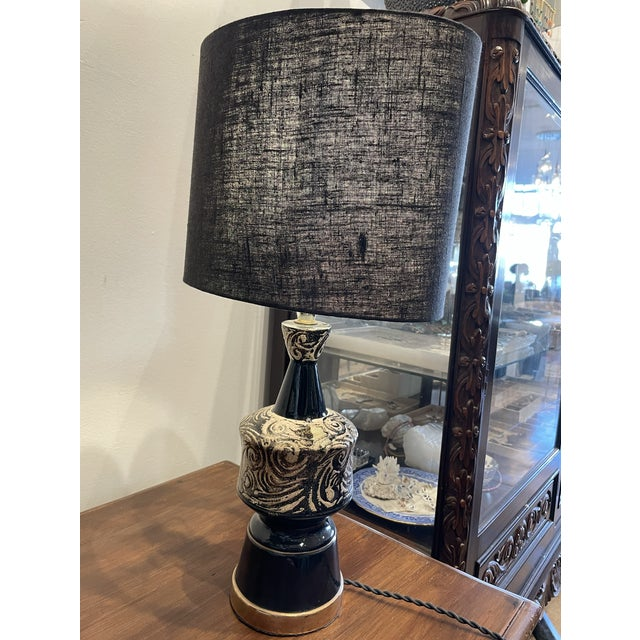1960s Mid-Century Modern Glossy Black and Silver Ceramic Table Lamp Pair For Sale - Image 5 of 7