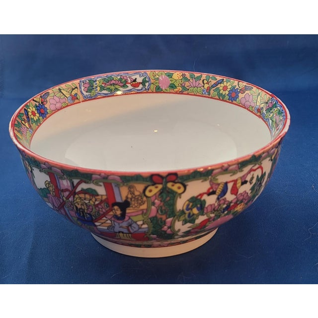 "1960s Pair Chinese Porcelain Hand Decorated Behesti Super 6"" Bowls For Sale - Image 5 of 8"