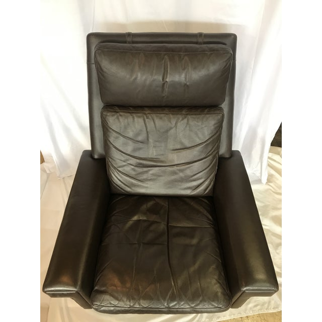 1960s Vintage Mid Century Leather Swivel Chair For Sale - Image 5 of 7