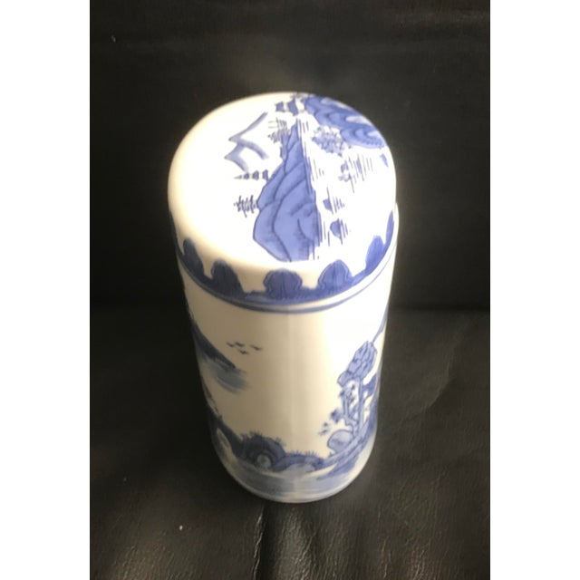 Asian Late 20th Century Chinoiserie Blue Covered Oval Ceramic Box For Sale - Image 3 of 5