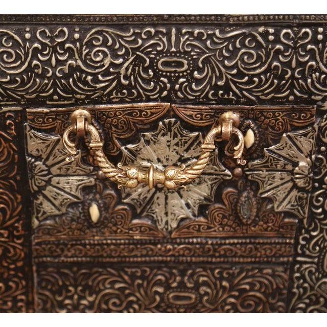 Metal 18th Century Spanish Gothic Repousse Silver and Gilt Copper Bombe Treasure Chest For Sale - Image 7 of 13