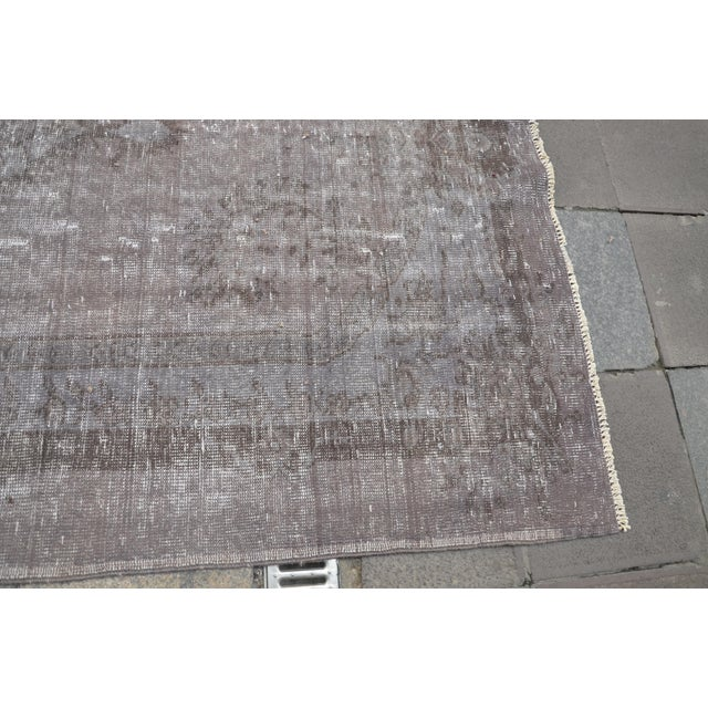 "Turkish Gray Overdyed Floor Rug - 5'10"" x 9'1"" For Sale - Image 6 of 7"