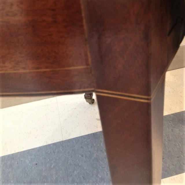 18th Century English Hepplewhite Inlaid Mahogany Pembroke Table With Oval Leaves For Sale - Image 9 of 13