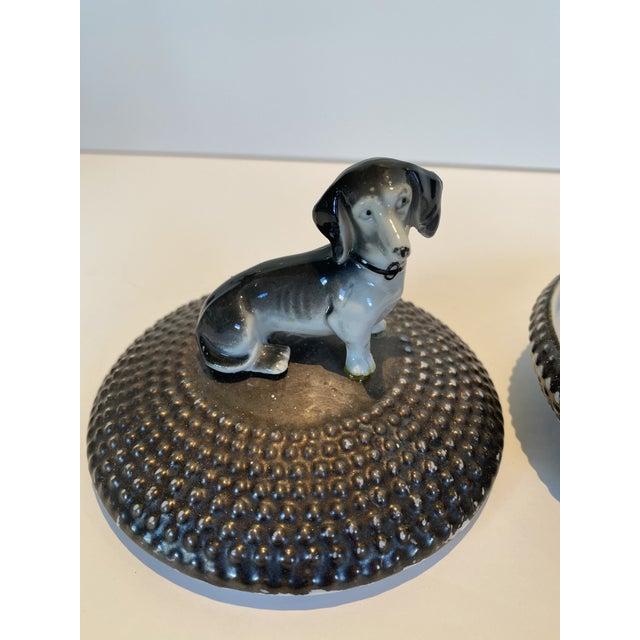 Dorothy Thorpe Vintage Dorothy Thorpe Ceramic Circular Box With Dog For Sale - Image 4 of 5