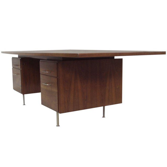 Large Walnut Exécutive Desk by Jens Risom - Image 4 of 4