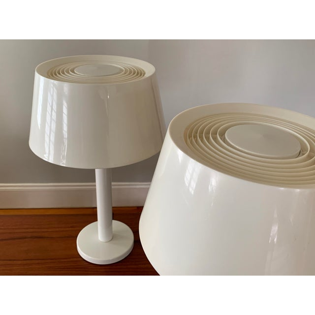 1960s Gerald Thurston Lightolier White Minimalist Enameled Steel & Plastic Table Lamps - a Pair For Sale In Boston - Image 6 of 12
