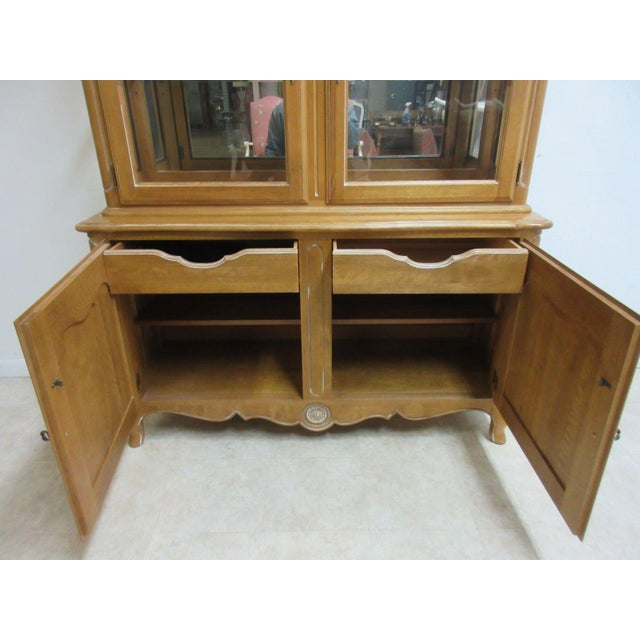 Ethan Allen Country French Bisque China Cabinet Hutch Curio Display For Sale In Philadelphia - Image 6 of 11
