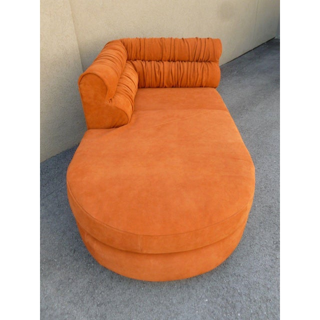 70's Mod Italian Suede and Lucite Chaise For Sale In Miami - Image 6 of 11