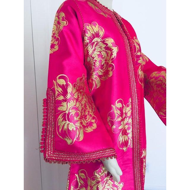 1970s Vintage Designer Moroccan Caftan, Metallic Brocade Kaftan With Pink and Gold For Sale - Image 5 of 13