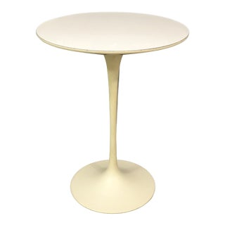 Mid-Century Modern Saarinen for Knoll Side Table For Sale
