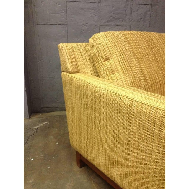 Mid-Century Modern Jens Risom Lounge Chair with Solid Walnut Base For Sale - Image 3 of 4