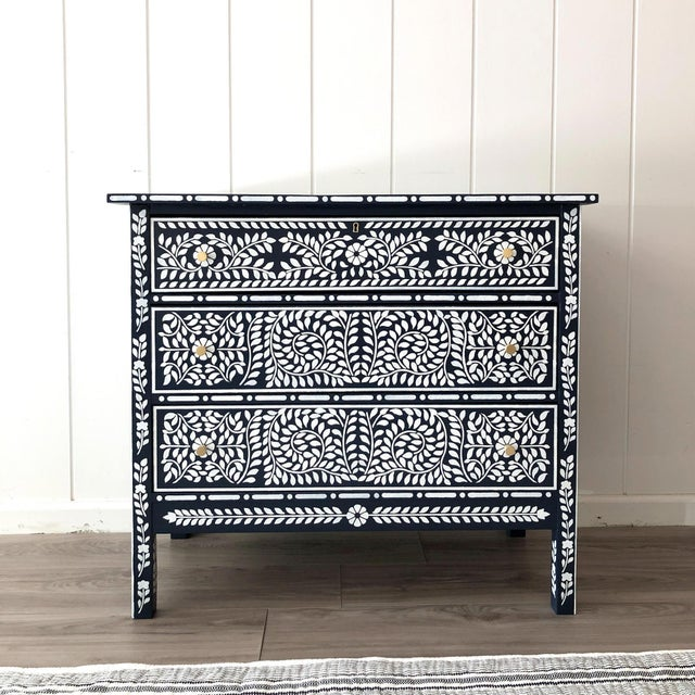 Metal 1910s Navy and White Painted Faux Bone Inlay Dresser For Sale - Image 7 of 7