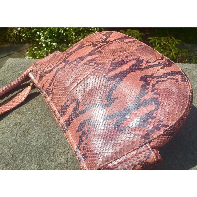 1990s Gianni Versace Iridescent Pink Python Shoulder Bag For Sale In New York - Image 6 of 12