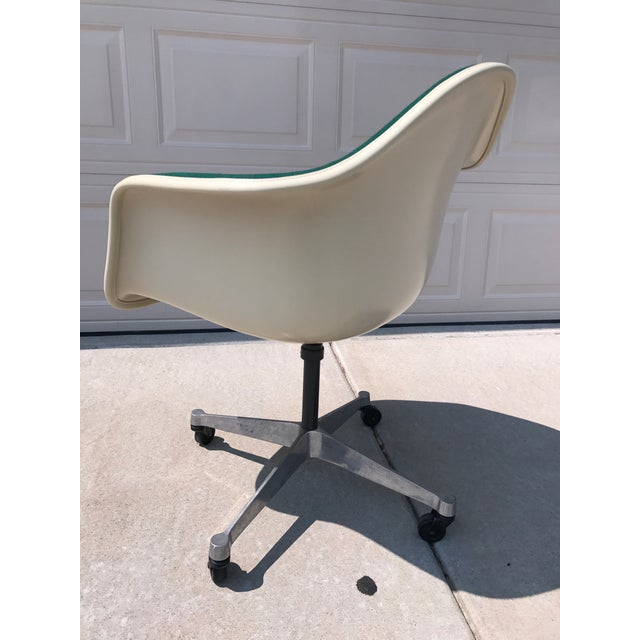 Herman Miller Eames Rolling Shell Chair - Image 4 of 11
