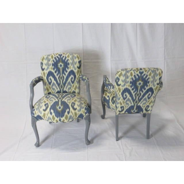 Traditional Gray Lacquered Cabriole Leg Chairs Reupholstered in Kravet - A Pair For Sale - Image 3 of 11