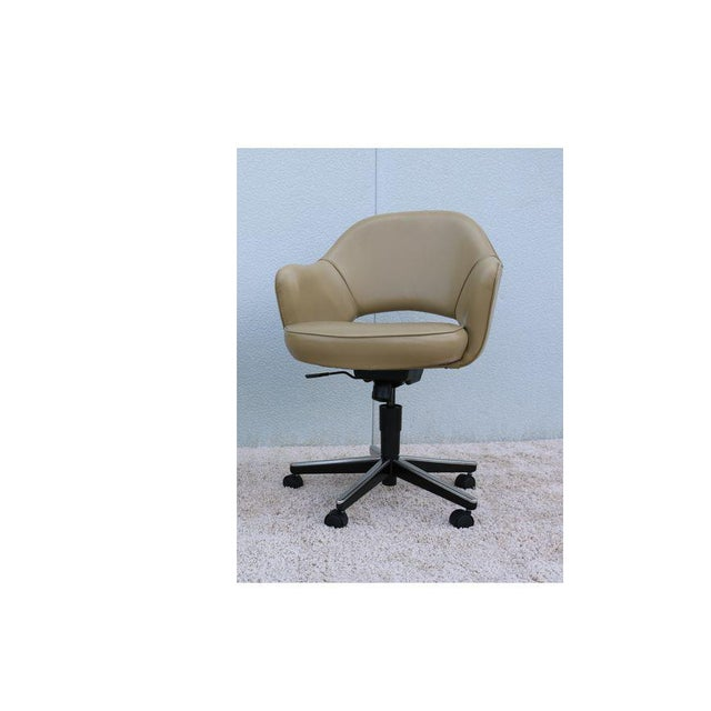 Beige Leather Knoll Eero Saarinen Executive Arm Chair For Sale - Image 13 of 13