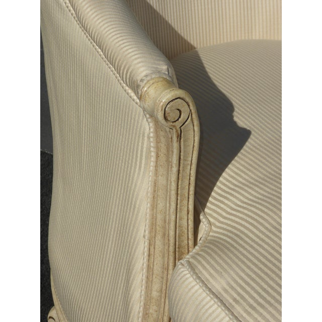 1970s Vintage French Provincial Style White Chaise Lounger Settee For Sale - Image 10 of 12
