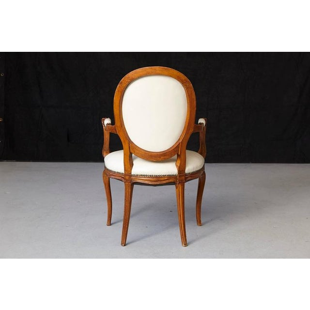 Louis XV Style Walnut Fauteuil in Nail Trimmed Creme Leather For Sale In New York - Image 6 of 10