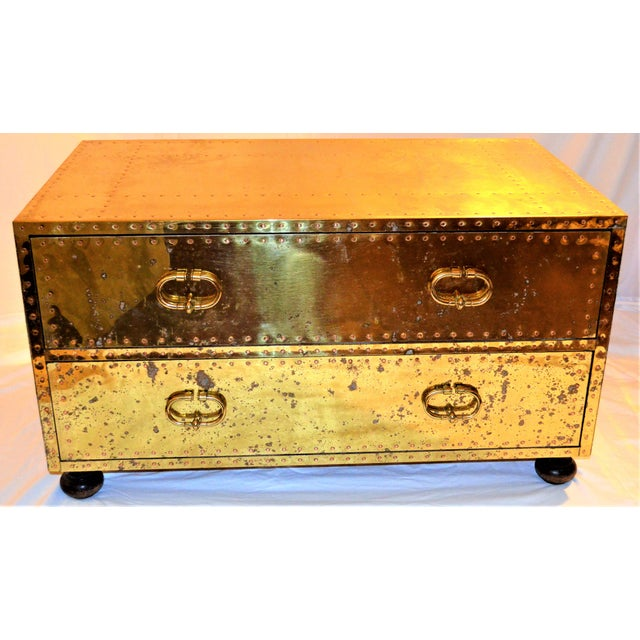 (Final Markdown) 1970s Hollywood Regency Sarreid Brass Clad Two Drawer Chest For Sale - Image 9 of 12