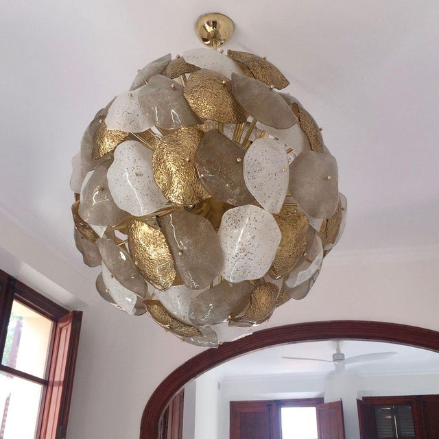 Contemporary Modernist Italian Gold Silver White Scavo Murano Glass Round Leaf Chandelier For Sale - Image 3 of 9