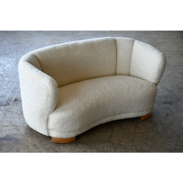 Viggo Boesen Danish 1940s Curved Banana Shape Sofa in Lambswool in the Style of Viggo Boesen For Sale - Image 4 of 11