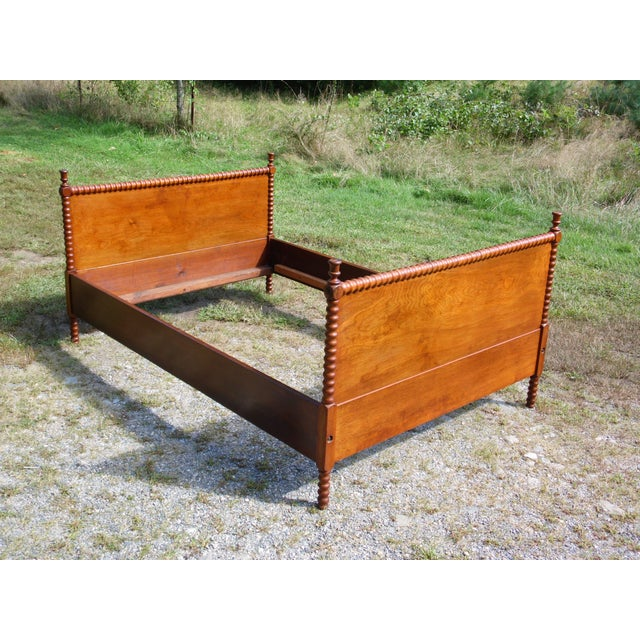 Antique Solid Hardwood Double Full Size Jenny Lind Spool Bed Tulip Finial Daybed For Sale - Image 4 of 13