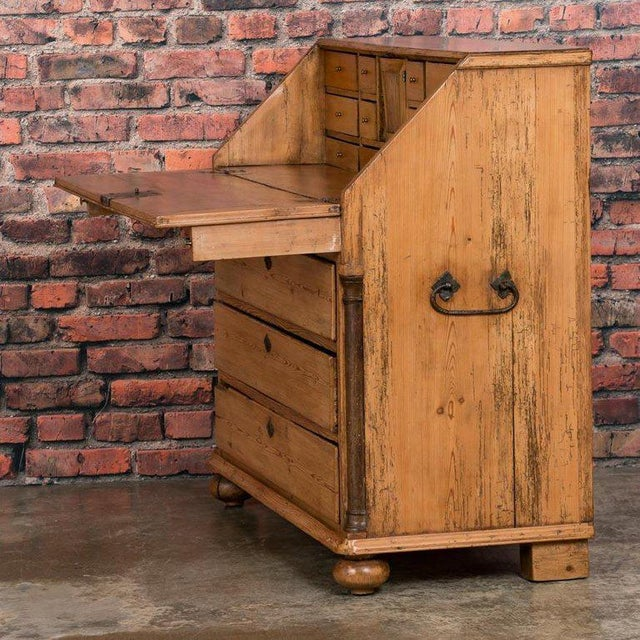 19th Century Country Pine Breakfront Bureau / Desk For Sale In Los Angeles - Image 6 of 7