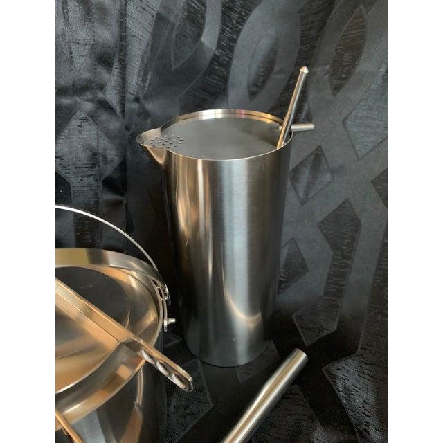 "Stelton 1970s Danish Modern Arne Jacobsen for Stelton ""Cylinda"" Cocktail Barware Set of 6 For Sale - Image 4 of 13"