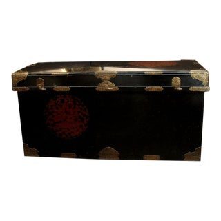 Japanese Imperial Black Lacquer Dowry Trunk (Nagamochi) For Sale