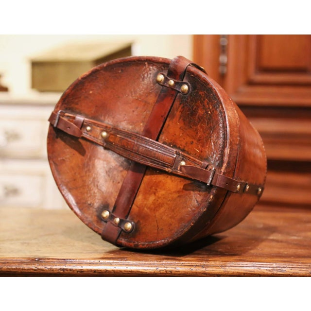 Mid-19th Century French Oval Pigskin Leather Top Hat Box From Paris For Sale - Image 9 of 11