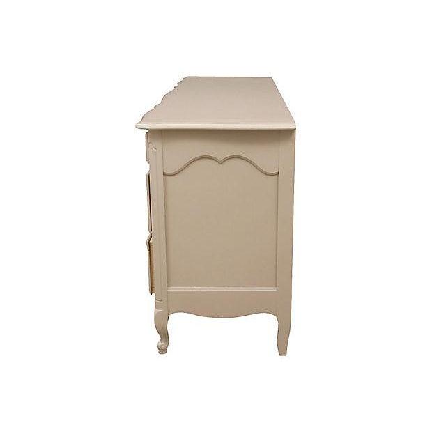 Century Furniture Taupe Provençal Dresser - Image 3 of 6