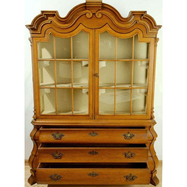 Mid-Century Modern Dorothy Draper Viennese Collection Display Cabinet For Sale - Image 3 of 11