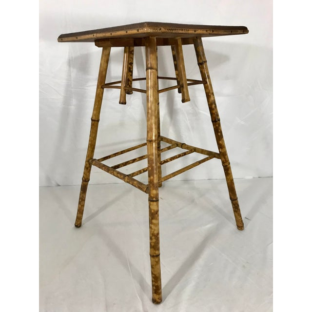 I love these light, versatile Victorian tables. Towards the end of the 19th century the Europeans loved everything...