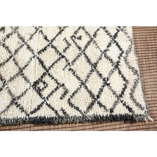 1950s Vintage Midcentury Beni Ouarain Moroccan African Rug For Sale - Image 5 of 10
